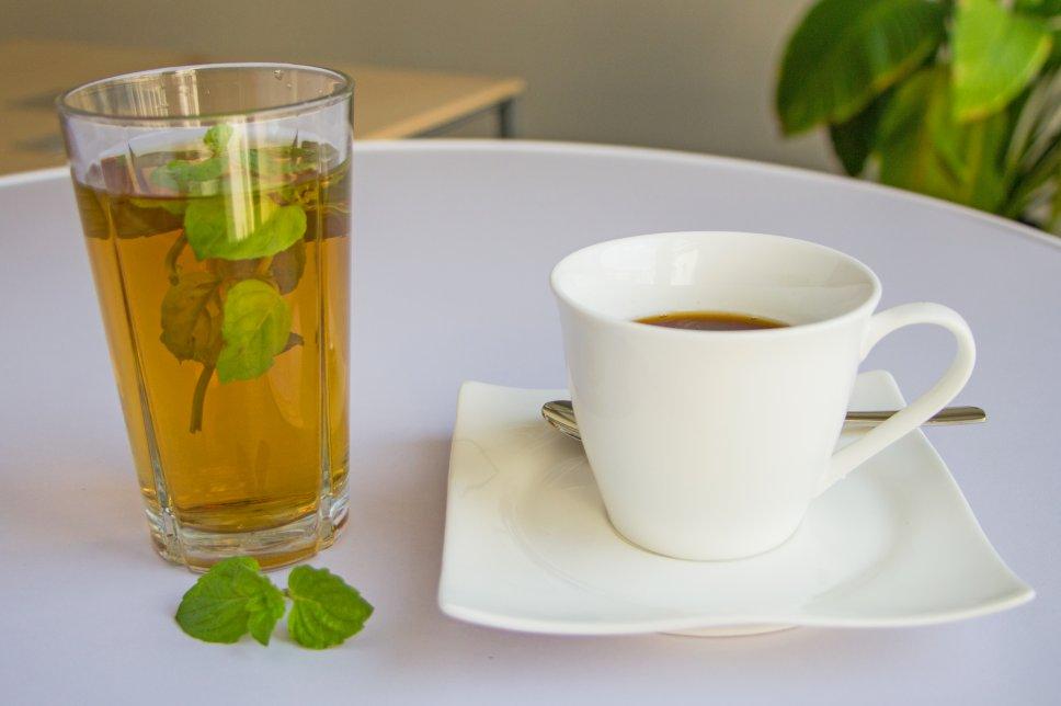 Kaffee und Tee trinken