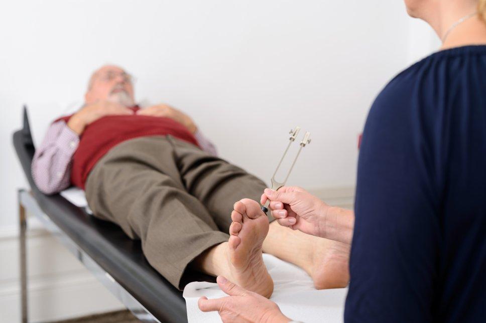 Kontrolle der Füße - Diabetisches Fußsyndrom