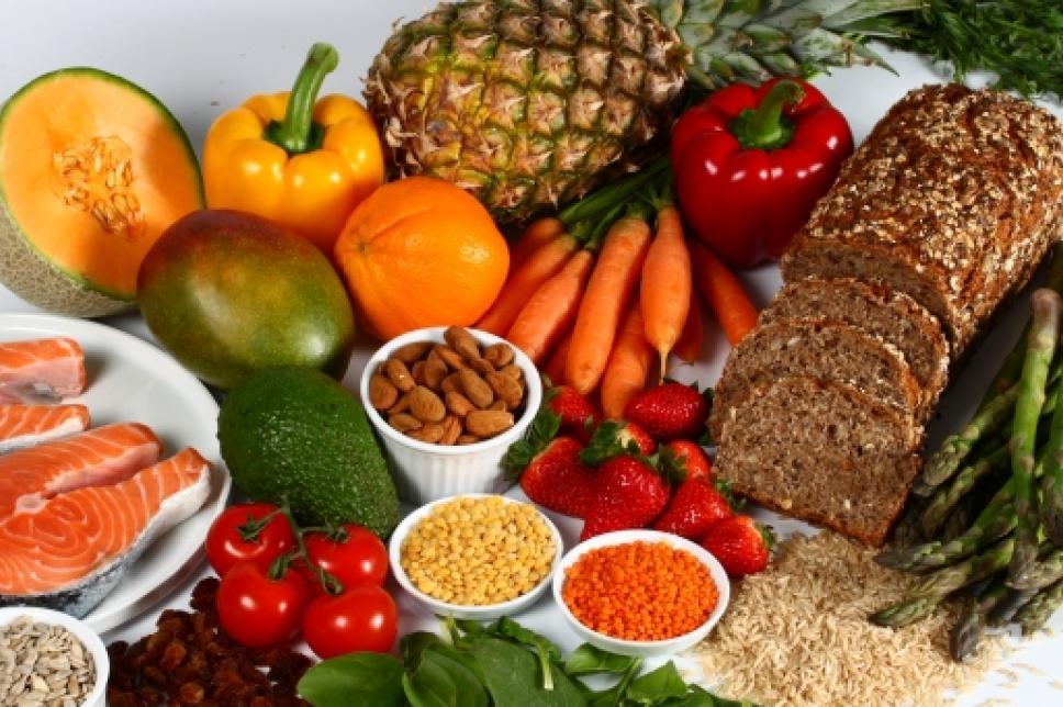 Ballaststoffe in Form von Gemüse und Brot
