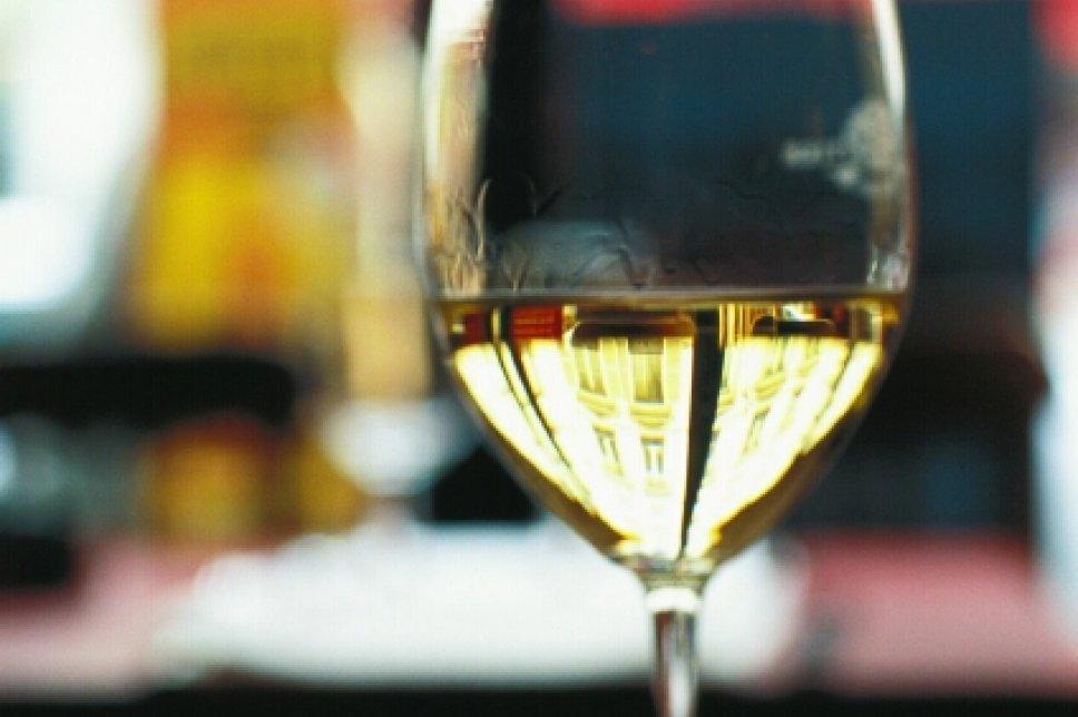 Weißwein in Glas