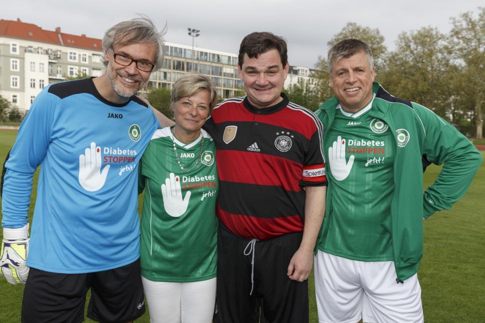 Fußball: FC Bundestag vs. FC Diabetologie mit Danne, Mattig-Fabian, Weinberg und Siegel