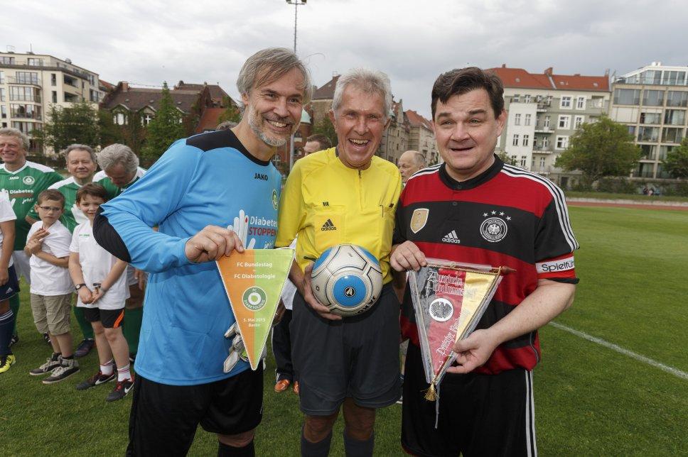 Benefiz Spiel 2015, Danne, Schiedsrichter Reichel und Weinberg