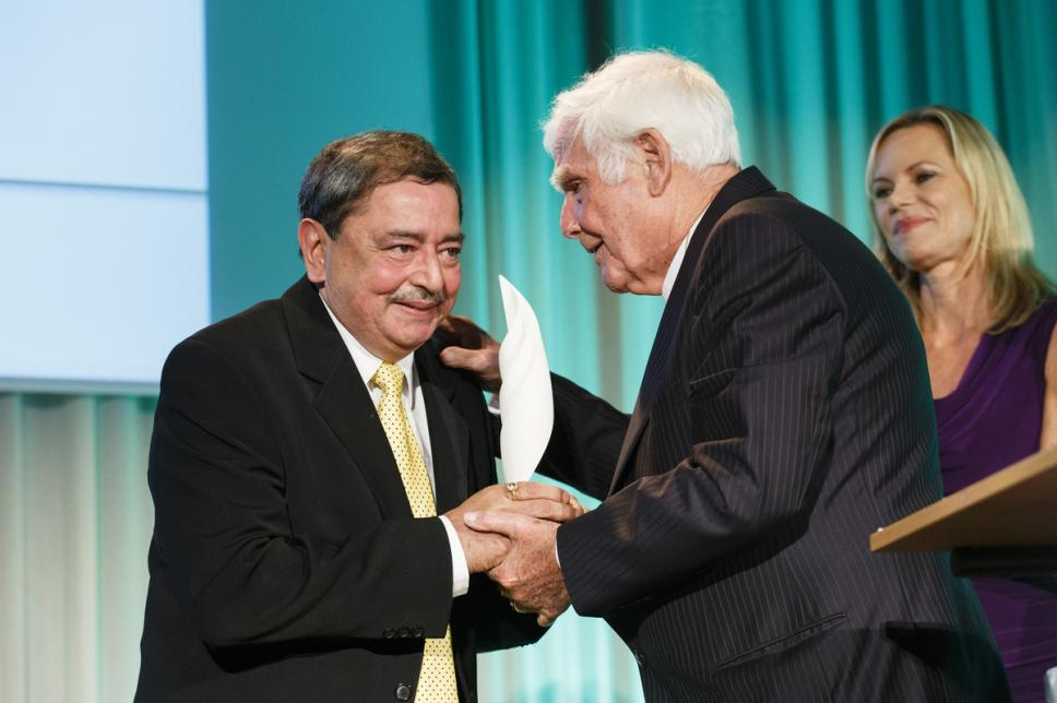 Charity Gala 2013 - Preisverleihung mit Joachim Fuchsberger & Dr. Sharad Pendsey