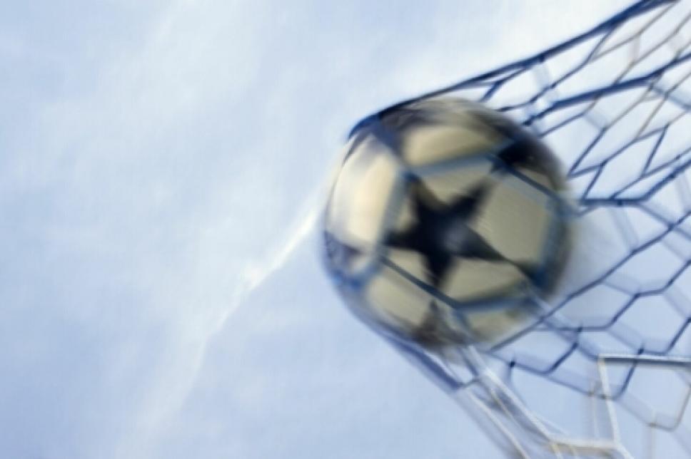 Ball im Fußballtornetz
