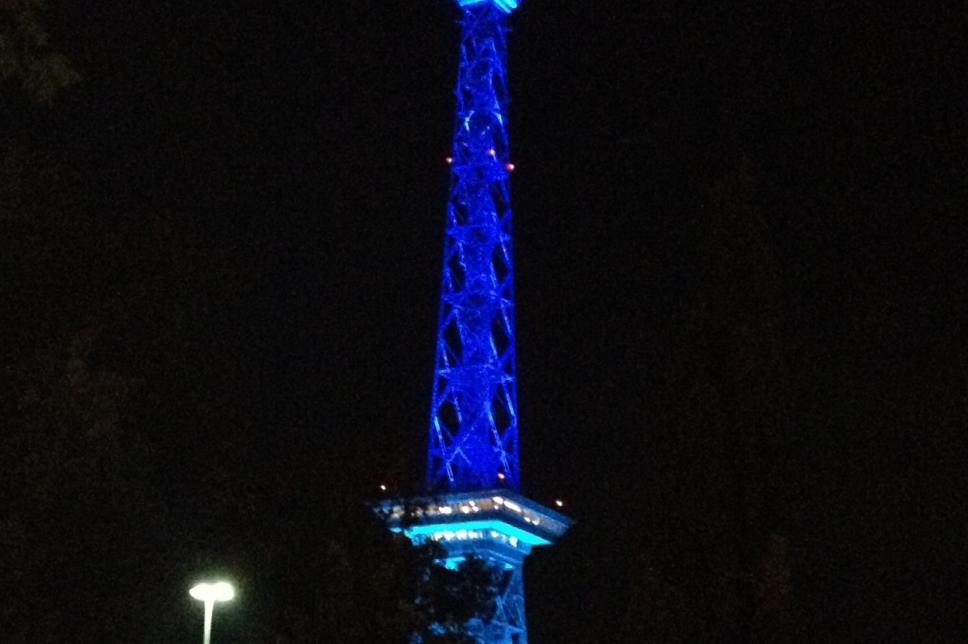 Der Funkturm in Blau beim Weltdiabetestag 2012