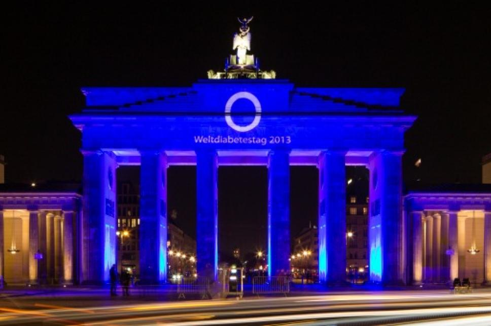 Brandenburger Tor - Weltdiabetestag (frontal)