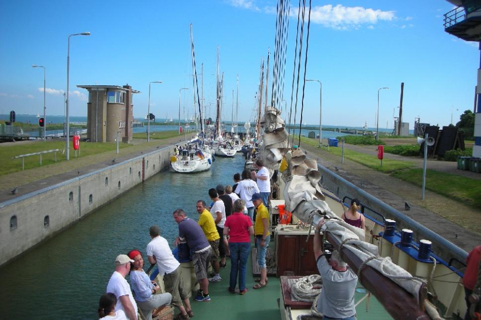 Diabetes Kids Ahoi Segelschiff im Hafen