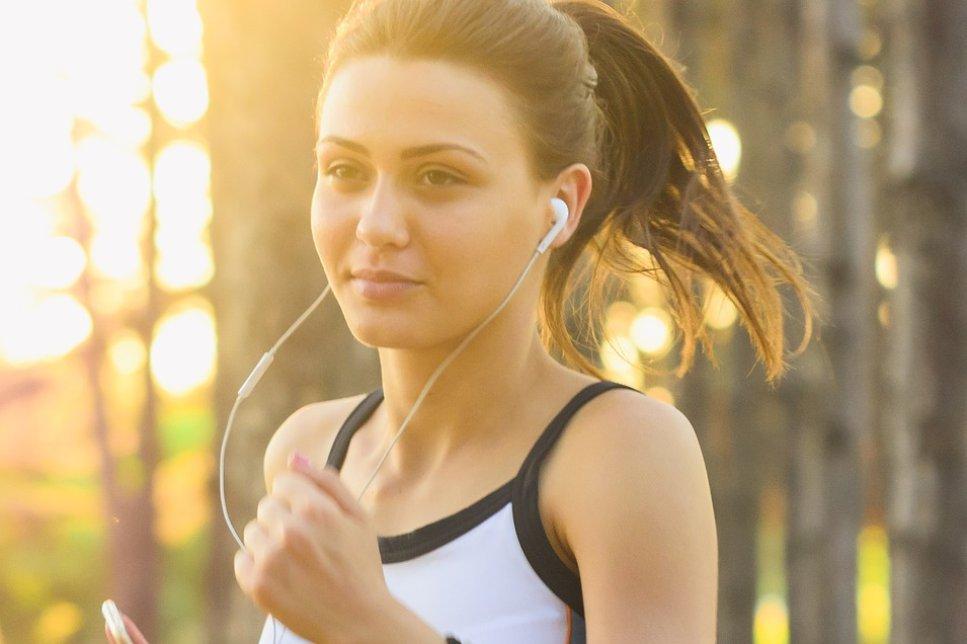 Kopfhörer beim Laufen
