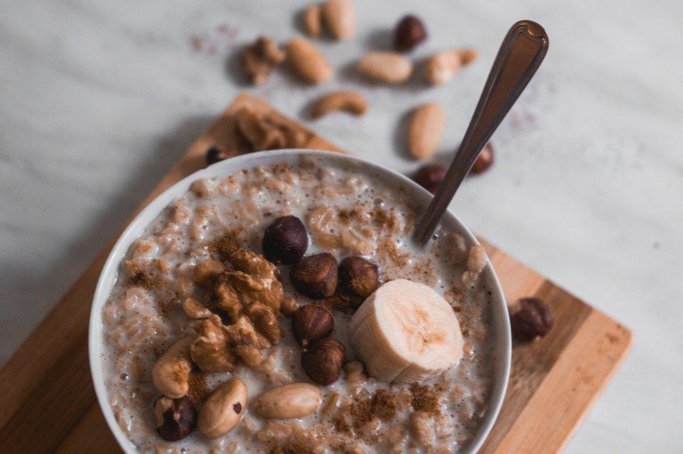 Bananen-Nuss-Porridge
