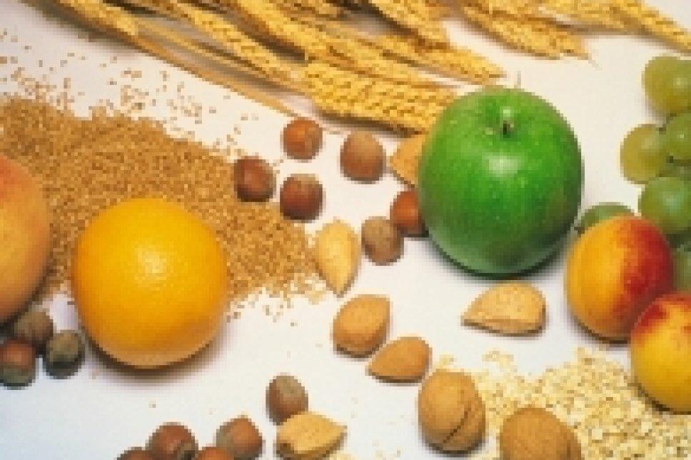Nüsse, Getreide und Obst