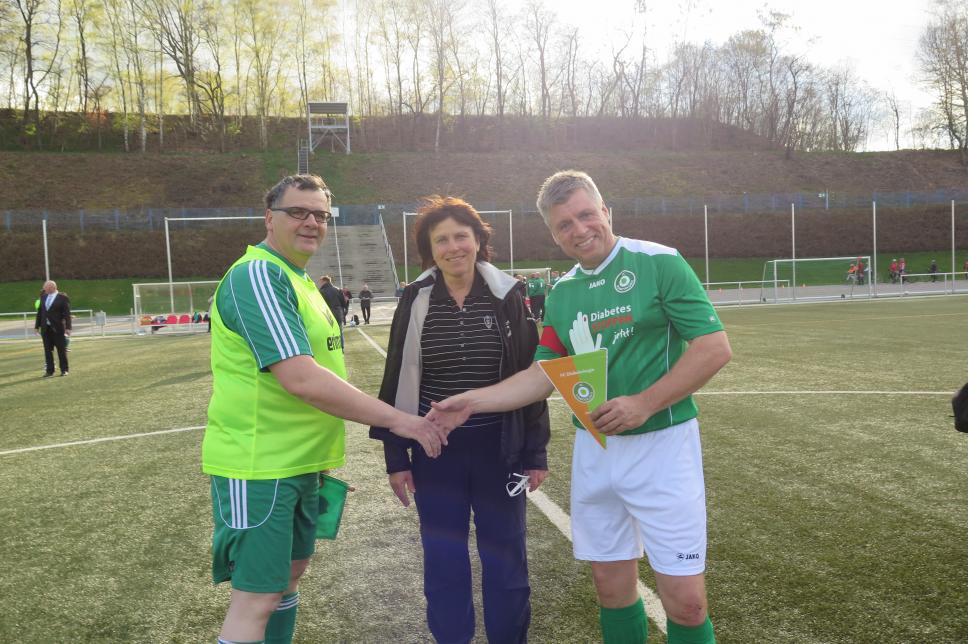 FC Diabetologie vs. FC Landtag Sachsen: Wimpelübergabe