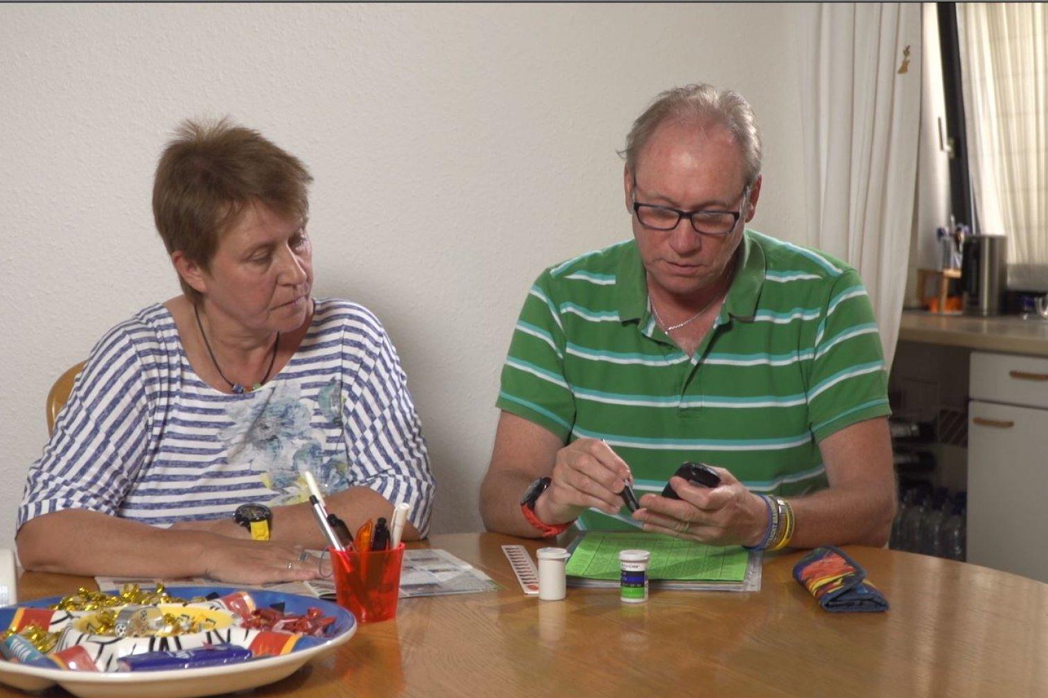 Schulungsprogramm für Angehörige von Menschen mit Diabetes mellitus: Gemeinsames Blutzuckermessen