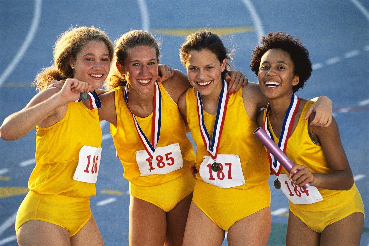 Laufsportlerinnen mit Medaille