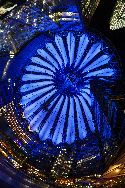 Sonycenter blau illuminiert