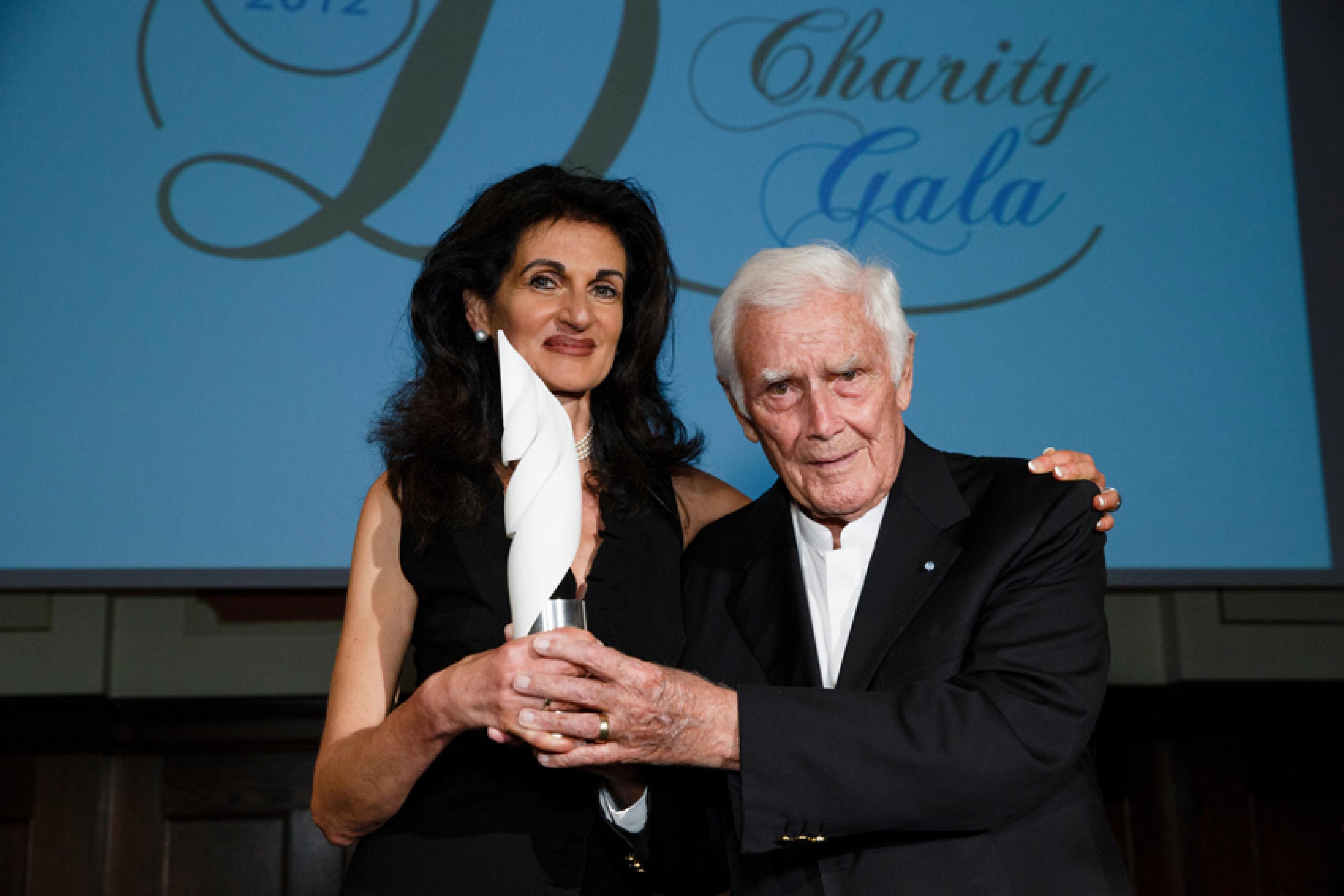 2. Diabetes-Charity-Gala, 18.10.2012 – Übergabe des Thomas-Fuchsberger-Preises an Ingrid Pfaff für ihre Stiftung Dianiño