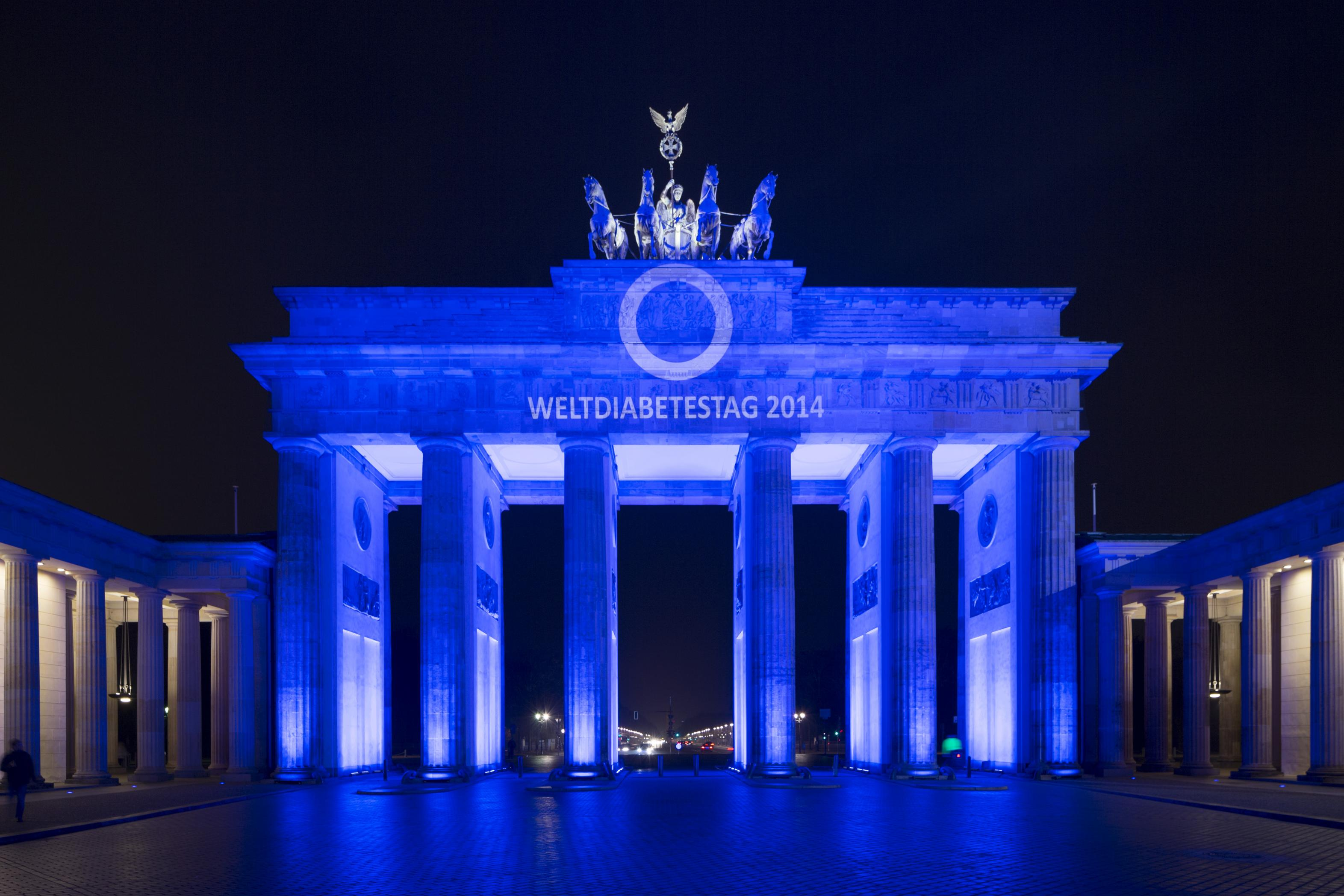 Brandenburger Tor - Weltdiabetestag 2014 (frontal)