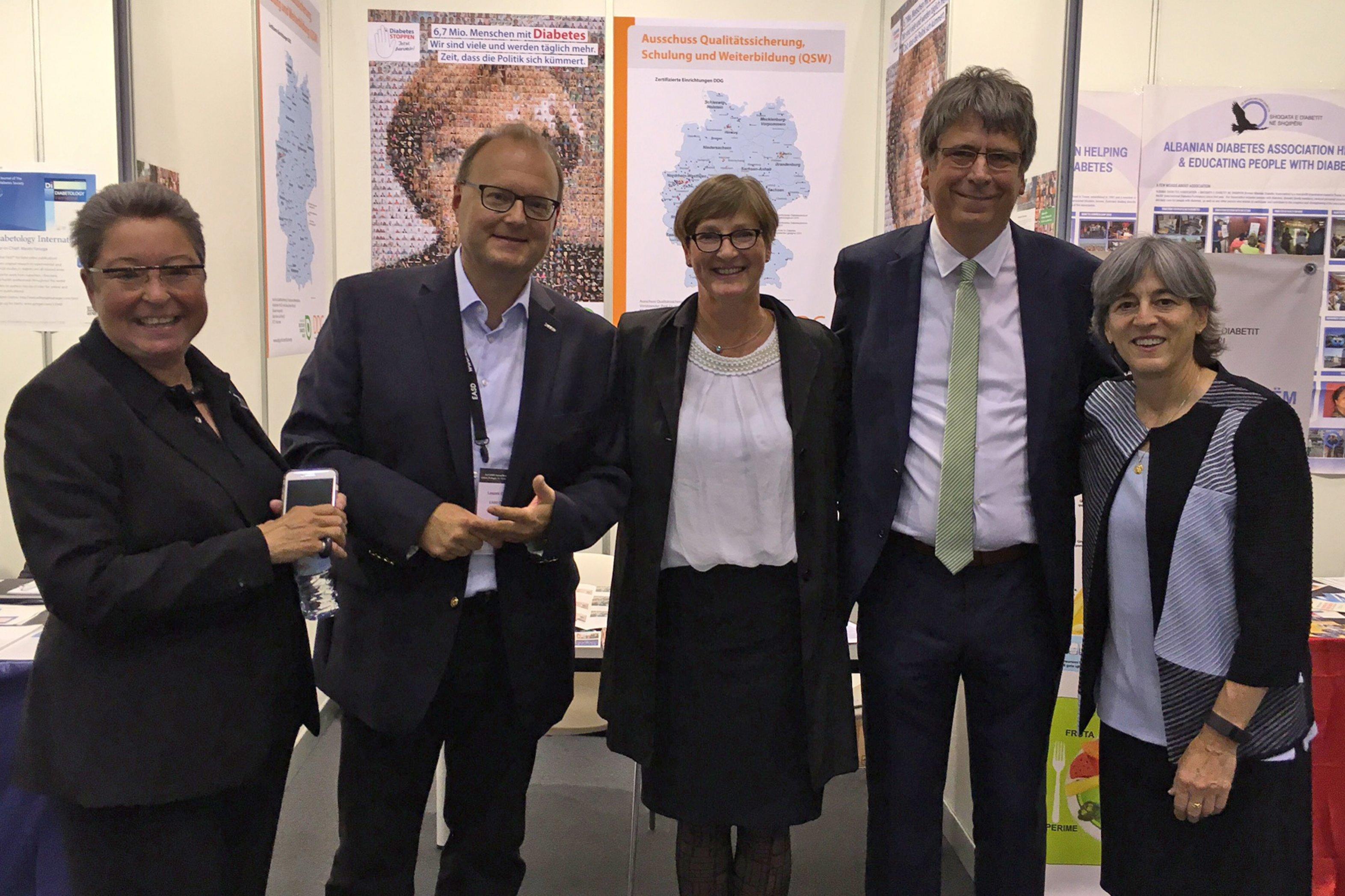 Gruppenbild mit der Präsidentin der EASD, Prof. Juleen R. Zierath (ganz rechts)