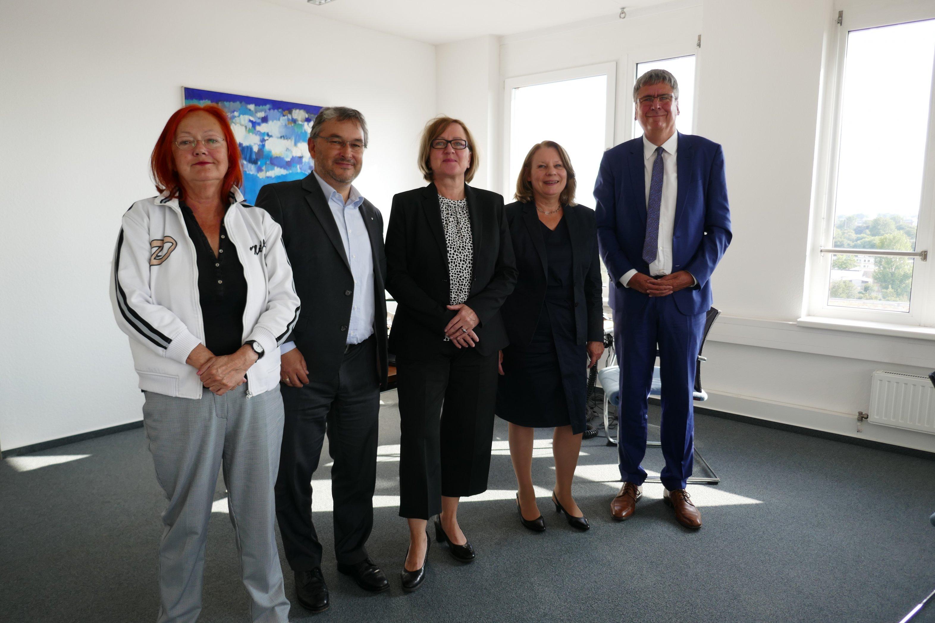 Gruppenfoto mit Hamburgs Gesundheitssenatorin Prüfer-Storcks (SPD)
