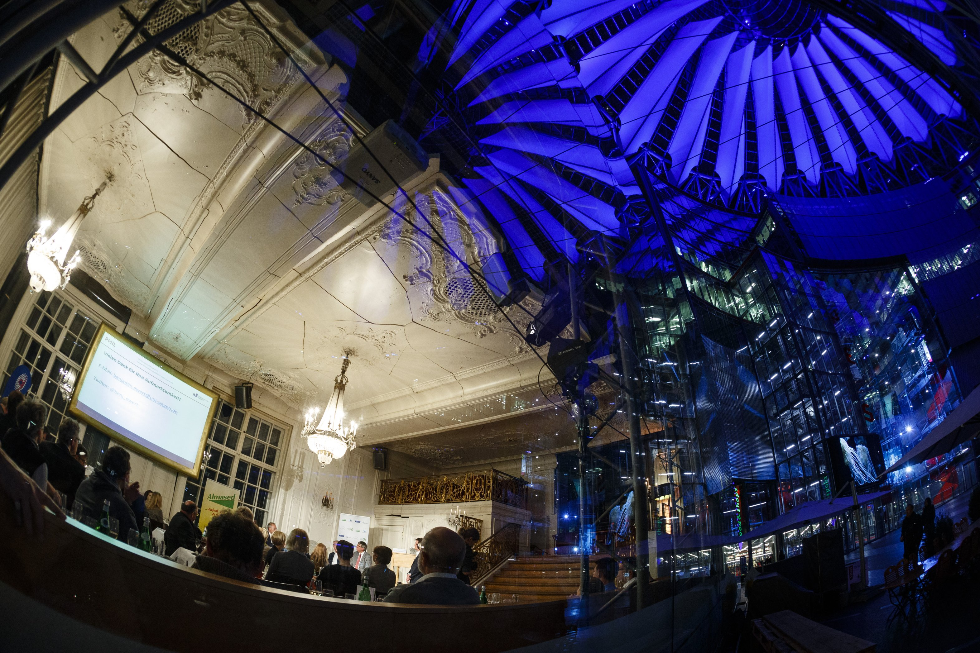 Josty und blaues Sonycenter