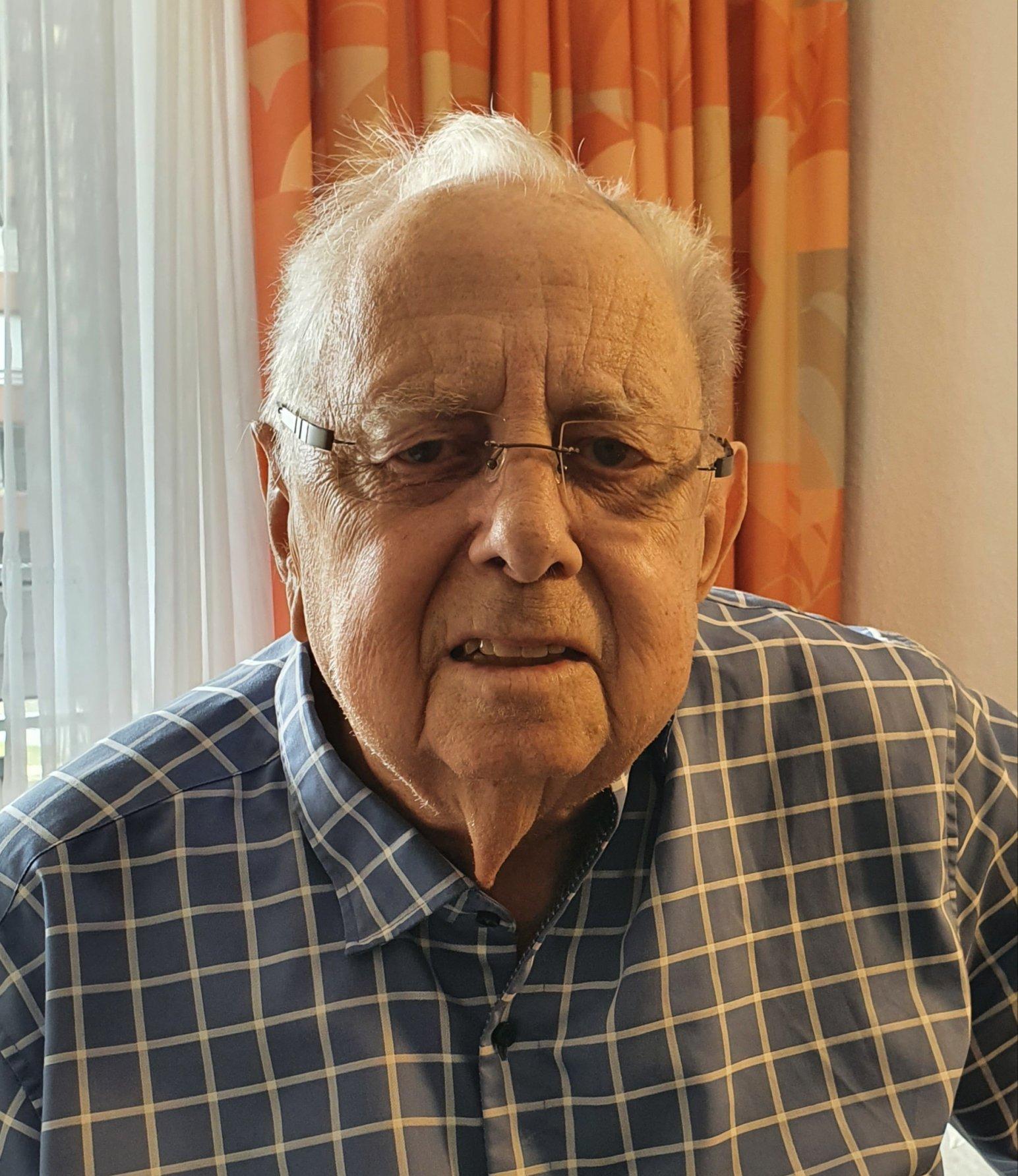 Hans-Jürgen Olejniczak (79)