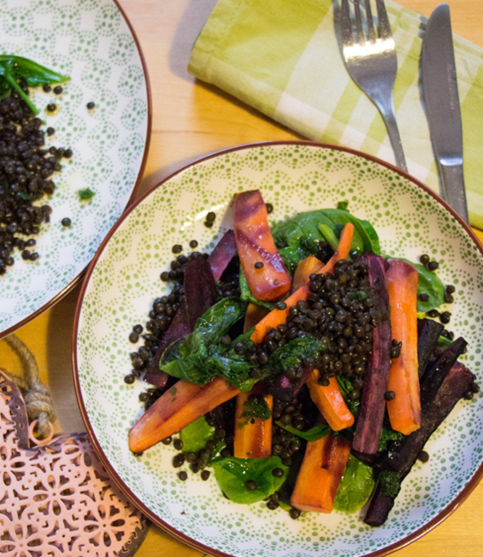 Bunte Karotten, Linsen, Spinat