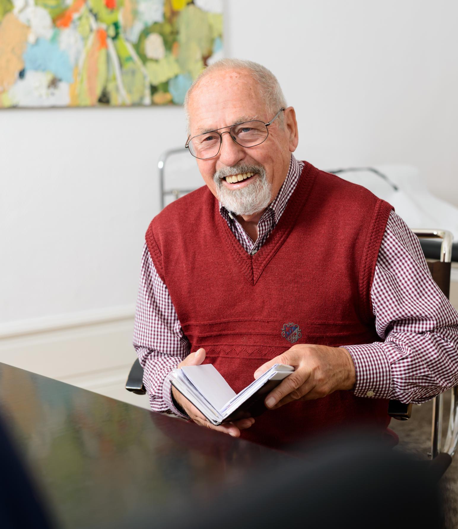Älterer Patient/Mann bei Arzt/Diabetesberater