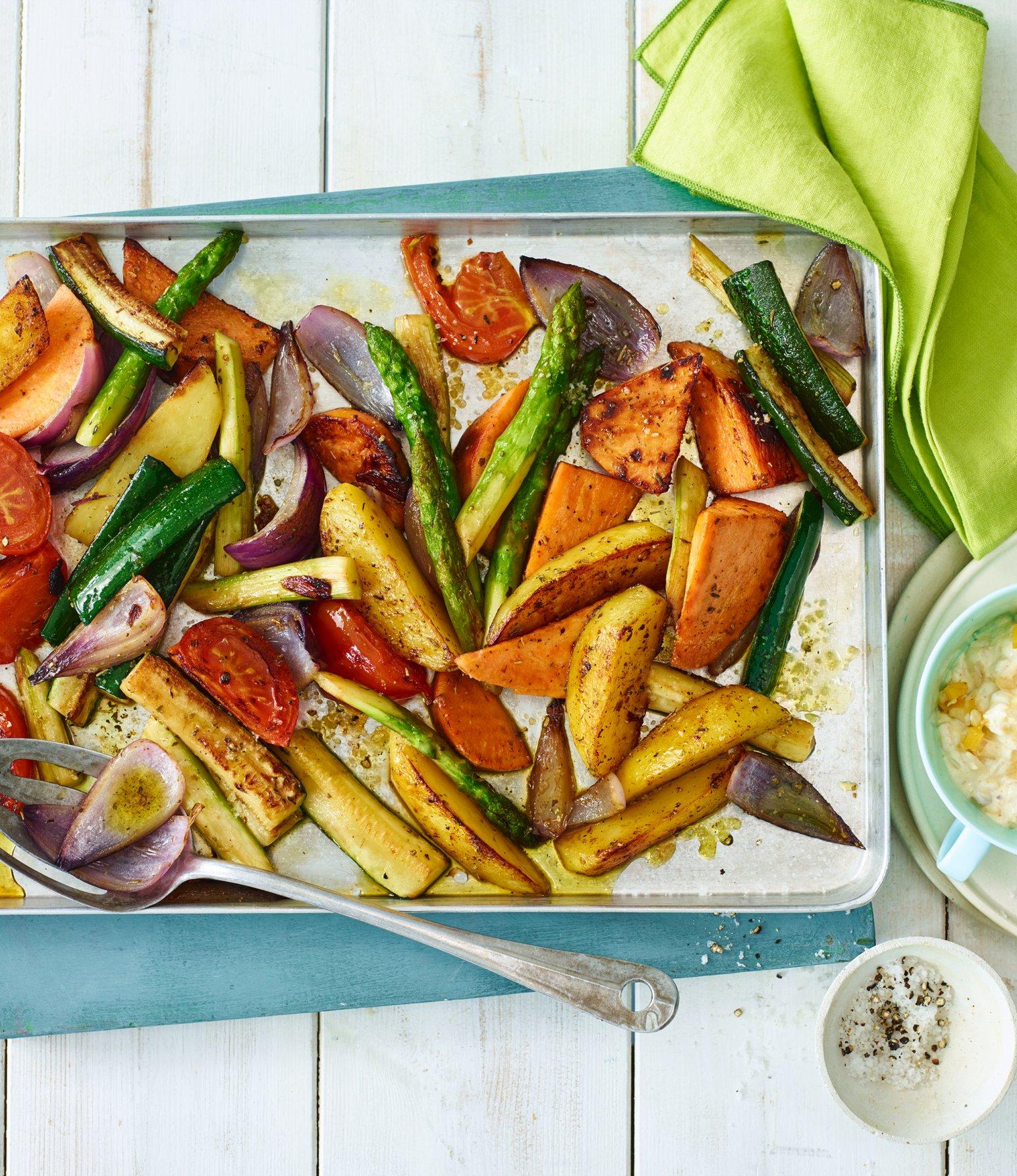 Frühlings-Ofengemüse mit Currydip