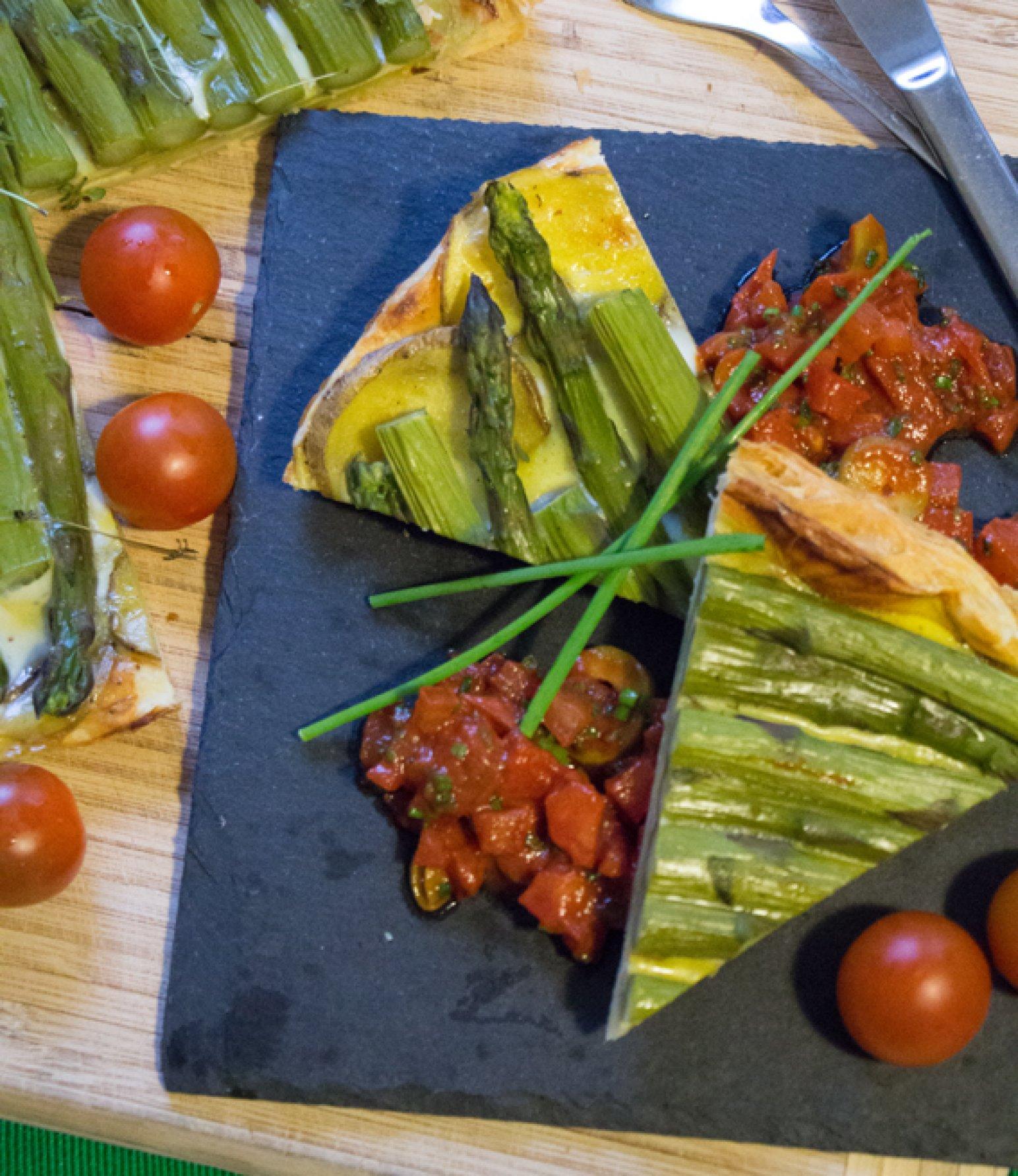 Spargeltarte mit Tomaten-Oliven-Salsa