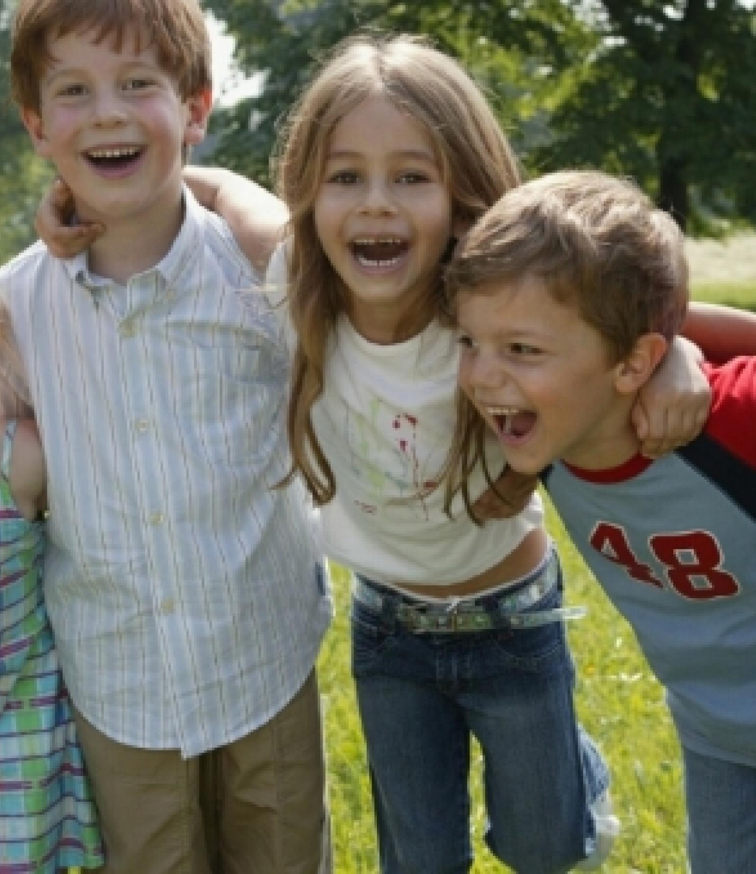 Kinder lachen Schmuckbild