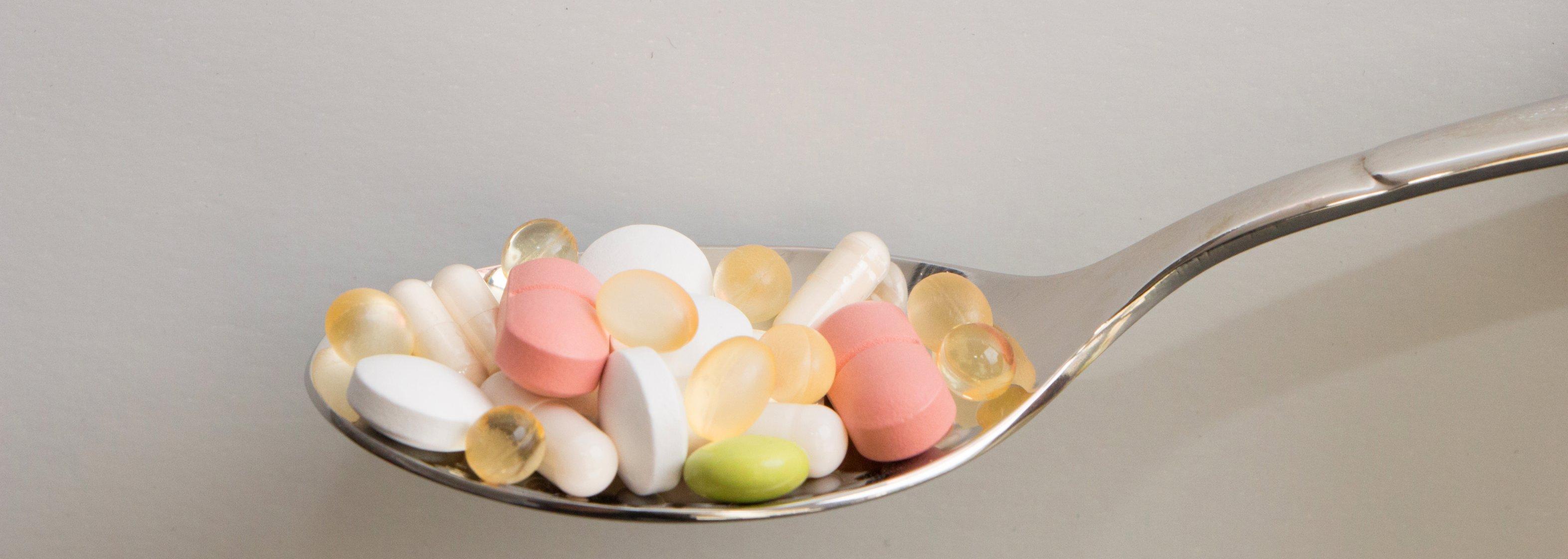 Nahrungsergänzungsmittel in Form von Tabletten - Vitamine, Pillen
