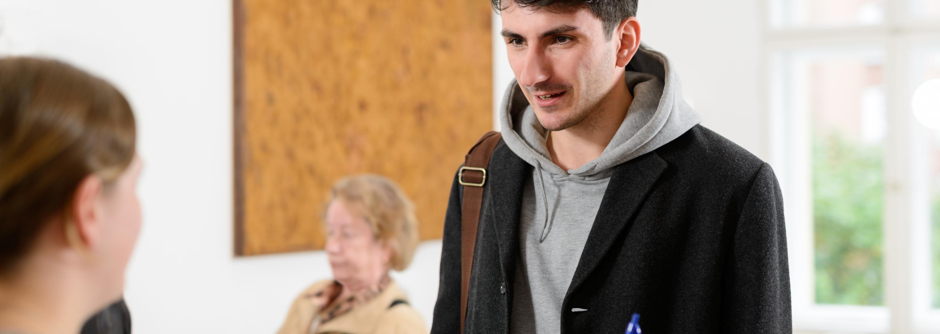 Junger Mann beim Arzt