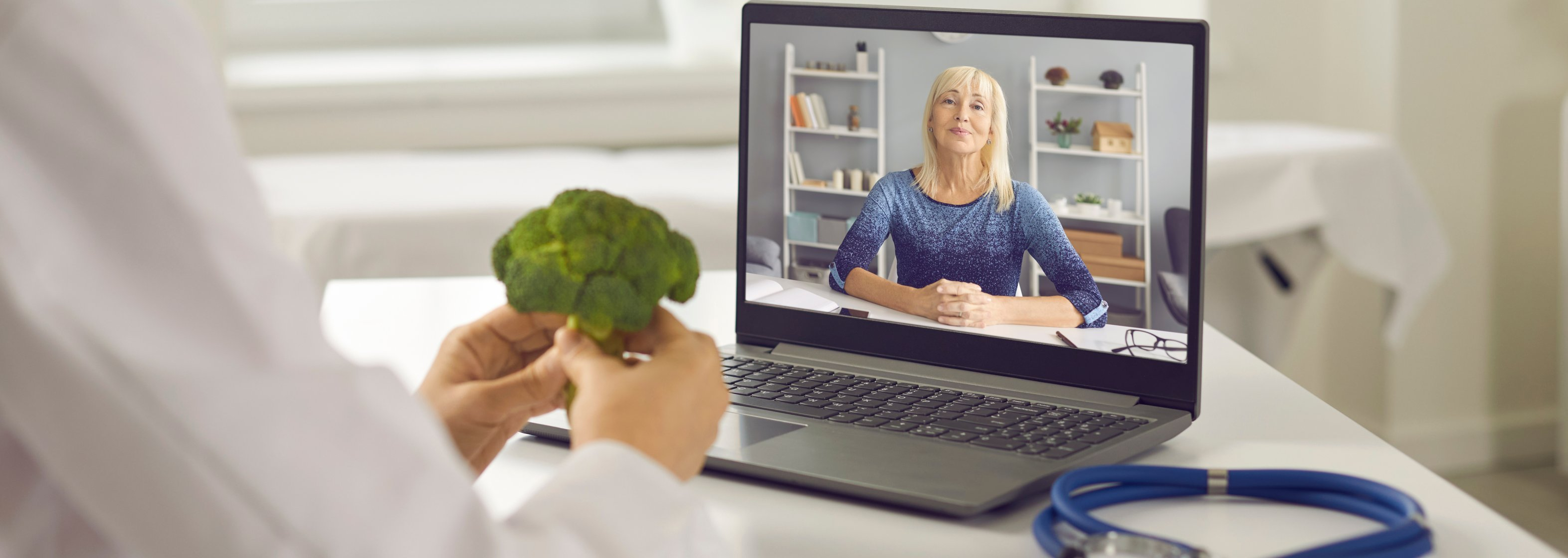 Online Ernährungsberatung über Laptop