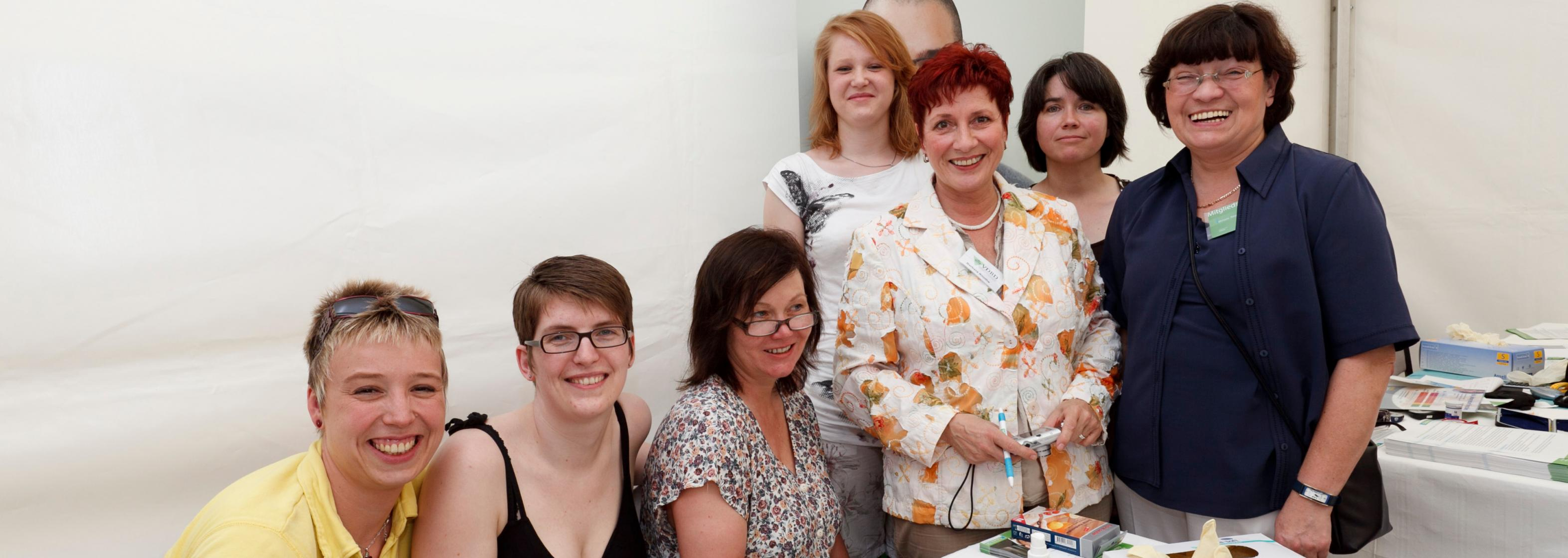 Blutzuckermessaktion mit Eckart von Hirschhausen, 9.6.2010, Berlin – das Team der Diabetesberaterinnen um Michaela Berger (Stellvertretende Vorsitzende diabetesDE, rechts)