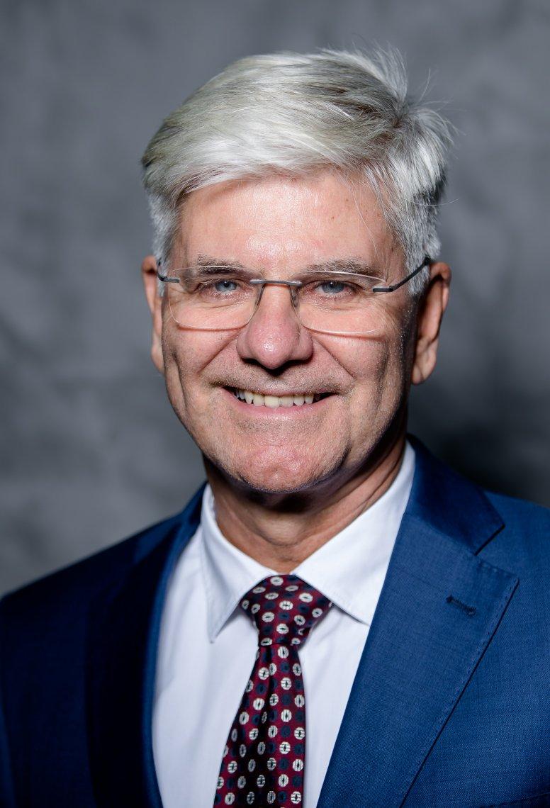 Dr. Michael Kleer