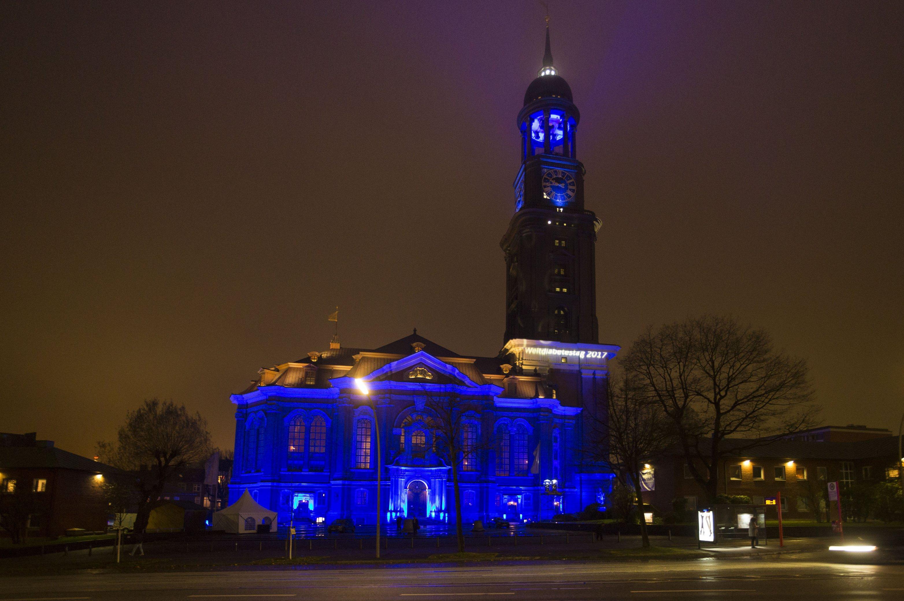 Illumination des Michels in Hamburg - Weltdiabetestag 2017